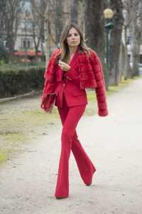 استایل یک خانم با لباس قرمز