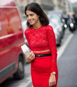 استایل یک خانم با لباس گیپور قرمز