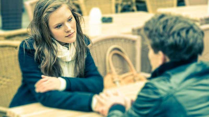 دو همسر در حال مذاکره و صحبت