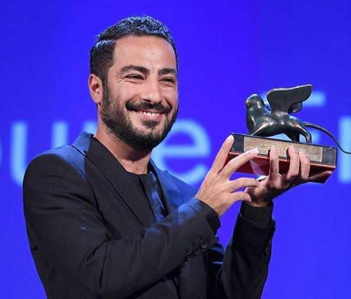 نوید محمدزاده با تندیس جایزه بهترین بازیگر مرد در جشنواره ونیز