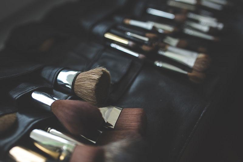 چگونه قلم موی آرایشی خود را بشویید - روش های تمیز کردن براش آرایشی