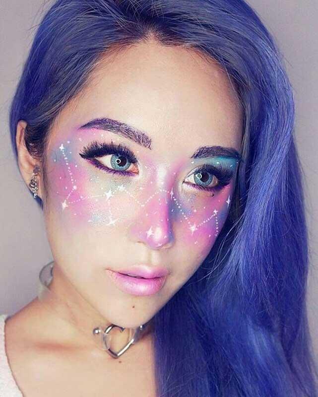 مدل آرایش هالووین یک خانم که کهکشان کشیده است