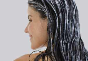 یک خانم با موهای خیس