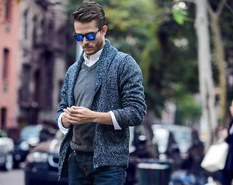 یک مرد با پلیور یقه هفت و پیراهن و عینک آفتابی