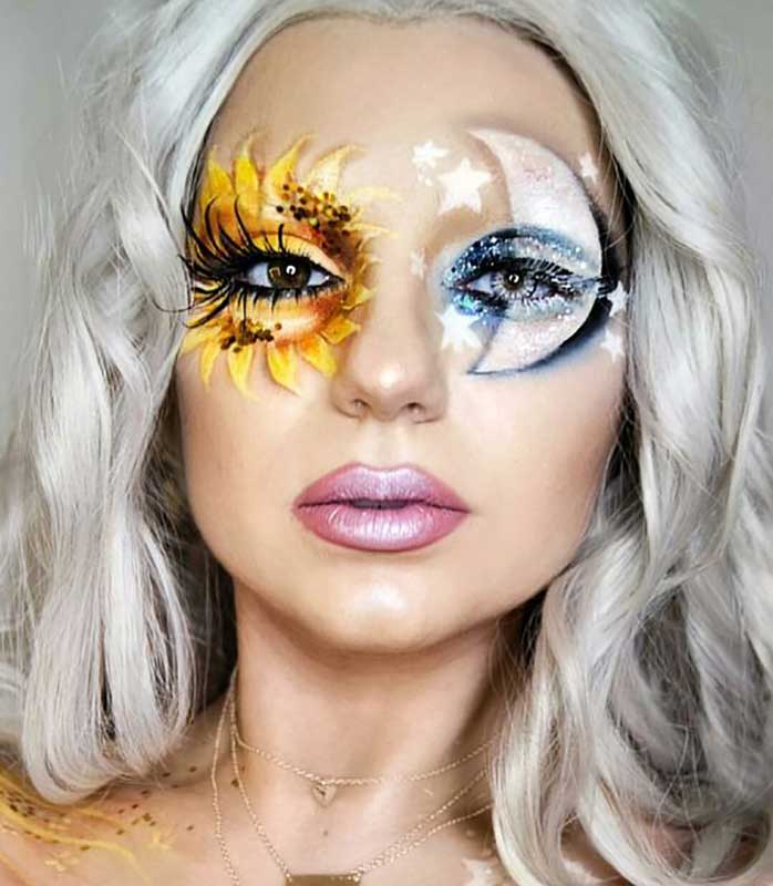 آرایش یک خانم برای هالووین که یک ماه روی یک چشم و یک خورشید روی چشم دیگر کشیده است