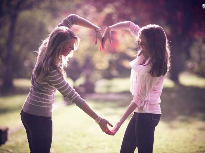 ویژگی های دوست خوب چیست ؟ معرفی 10 خصوصیت یک دوست خوب