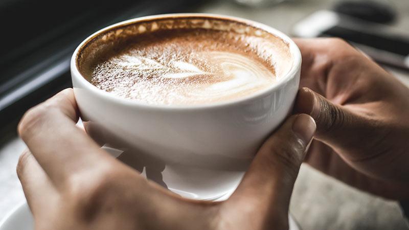 آیا قهوه موجب کاهش وزن می شود؟ بررسی تاثیرات قهوه و کافئین در چربی سوزی