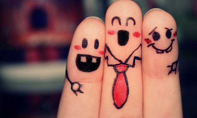 سه انگشت به شکل سه دوست خوب
