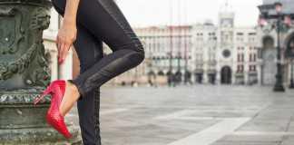 چگونه با کفش پاشنه بلند راحت راه برویم؟ 8 راهکار پوشیدن کفش پاشنه بلند،بدون پادرد