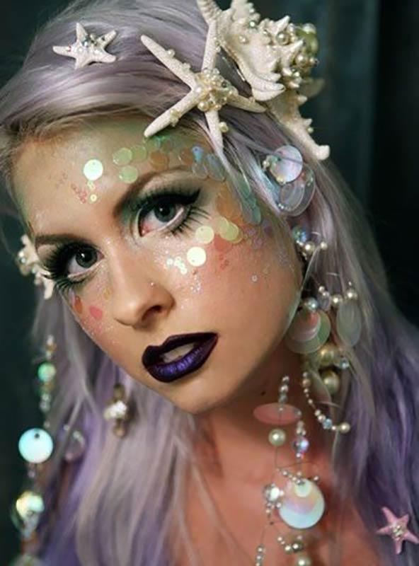 مدل آرایش هالووین یک خانم که کل صورت خود را شبیه پری دریایی کرده است