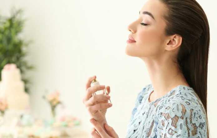 چگونه ماندگاری عطر را زیاد کنیم ؟ معرفی 8 روش برای افزایش ماندگاری بوی عطر