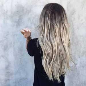 موهای بلوند یک خانم