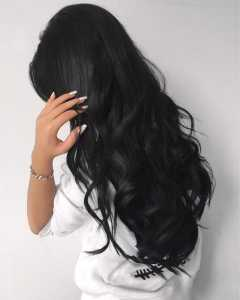 موهای یک خانم به رنگ مشکی