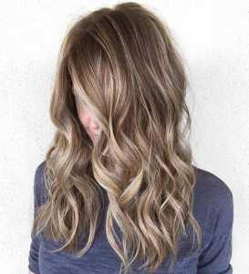 موهای قهوه ای سرد یک خانم