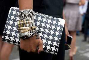 یک کیف پاکتی زنانه