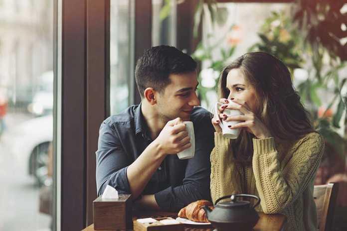 9 روش برای اینکه چگونه یک دختر را جذب خود کنیم؟ راه های جذب دختر مورد علاقه شما