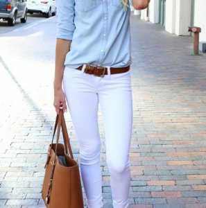 استایل یک خانم با لباس های رنگ روشن و کمربند قهوه ای