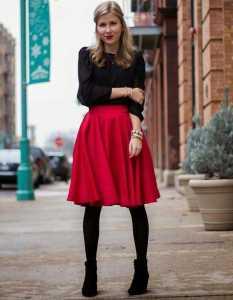 استایل مخصوص ولنتاین یک خانم بارنگ قرمز و مشکی