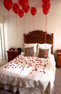 تختخوابی از گل رز و بادکنک