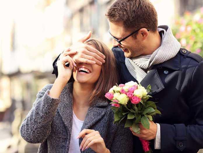 یک زوج در روز ولنتاین و ایده برای ولنتاین عاشقانه