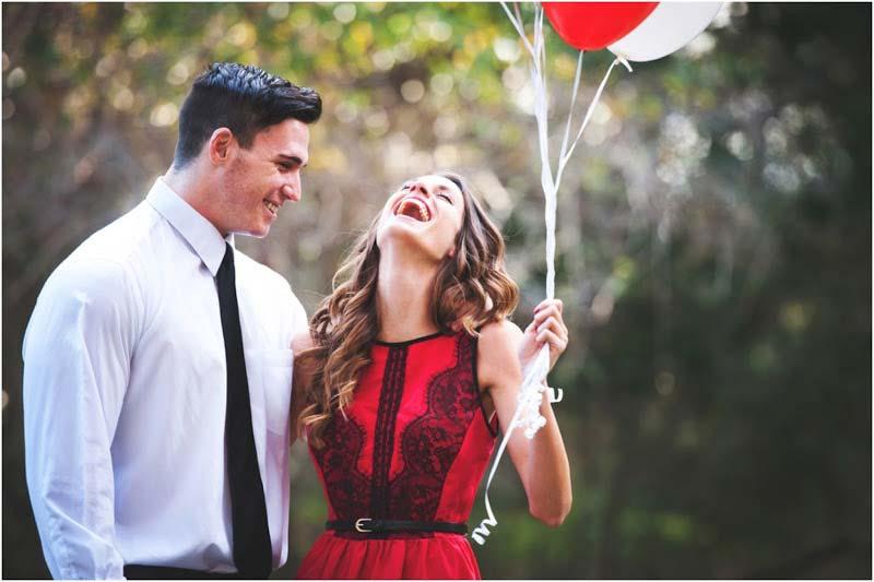 یک زوج خندان در روز ولنتاین