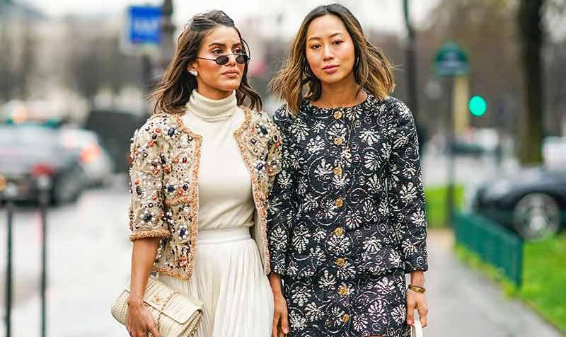 استایل دو خانم با پیراهن های گل دار