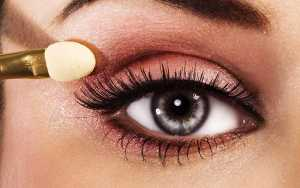 آرایش چشم یک خانم