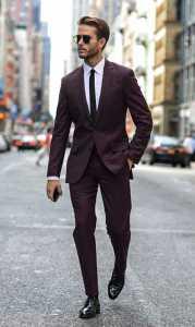 استایل یک آقا با کت و شلوار قهوه ای