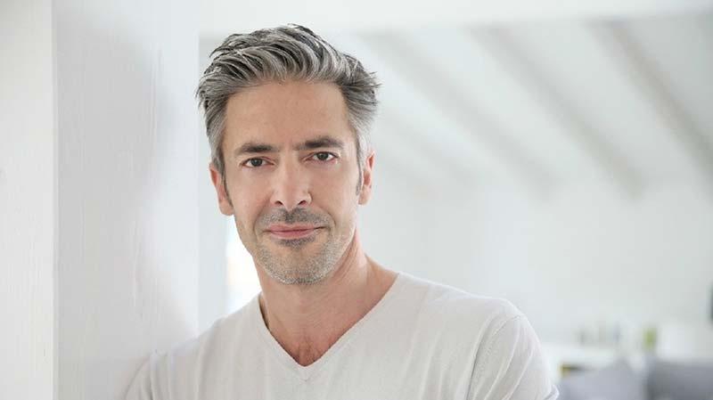 موهای سفید یک آقا