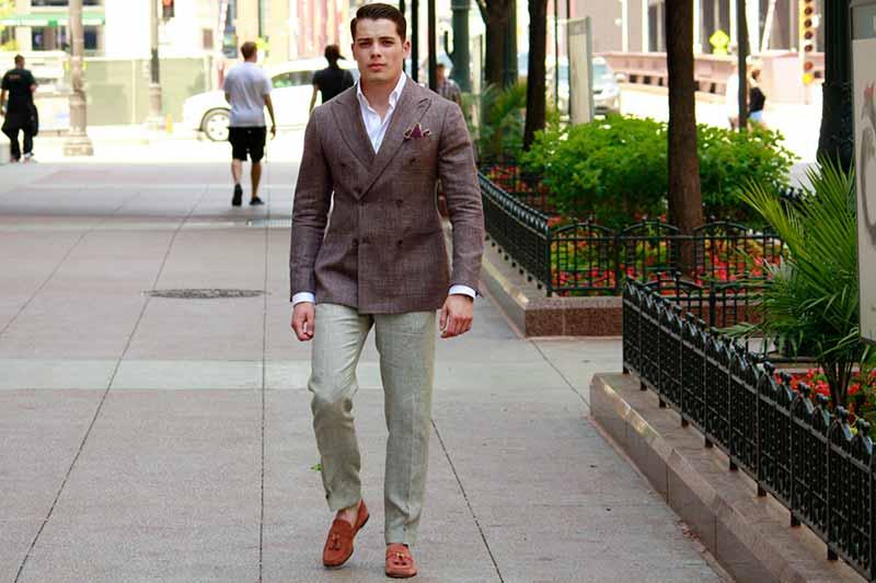 استایل یک آقا با کت اسپورت مردانه قهوه ای شکل