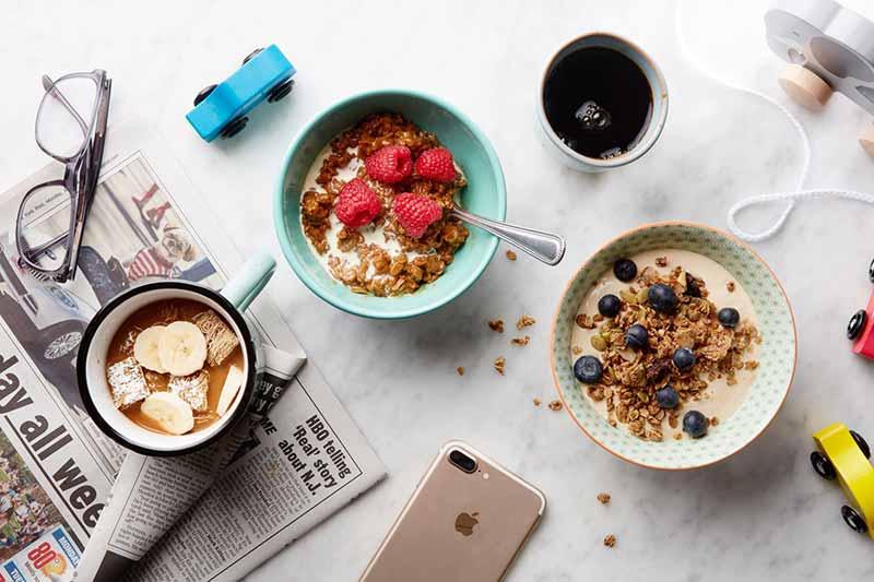 دو ظرف صبحانه با توت