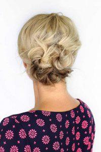 موهای کوتاه بلوند یک خانم