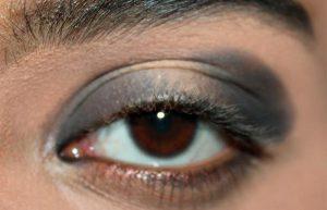 محو کردن خط چشم مشکی