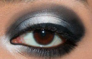 یک سایه چشم مشکی و سفید جذاب