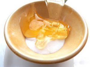 ترکیب عسل و جوش شیرین برای پوست