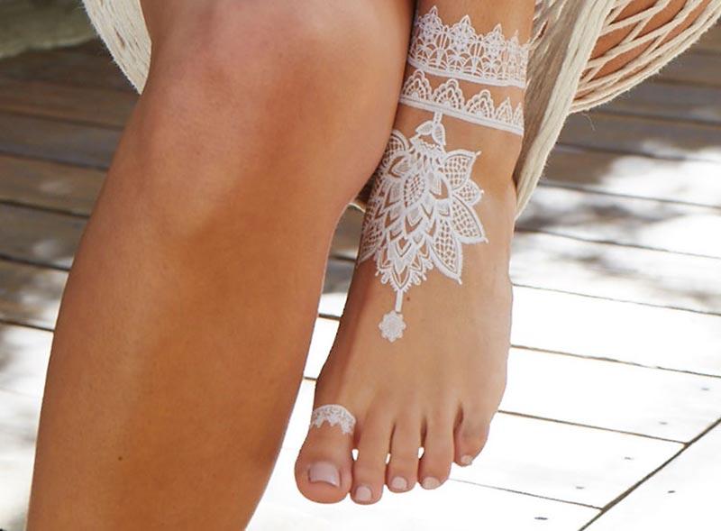 [تصویر:  bride-white-henna-foot.jpg]