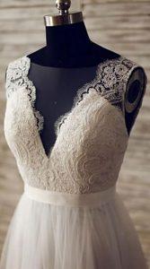 لباس عروس با یقه هفت باز برای اندام سیبی شکل