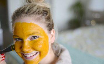 استفاده از ماسک زردچوبه و عسل برای جوش و آکنه