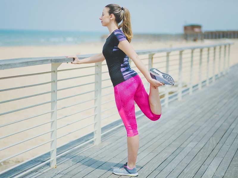 انجام حرکات کششی قبل از تمرینات ورزشی
