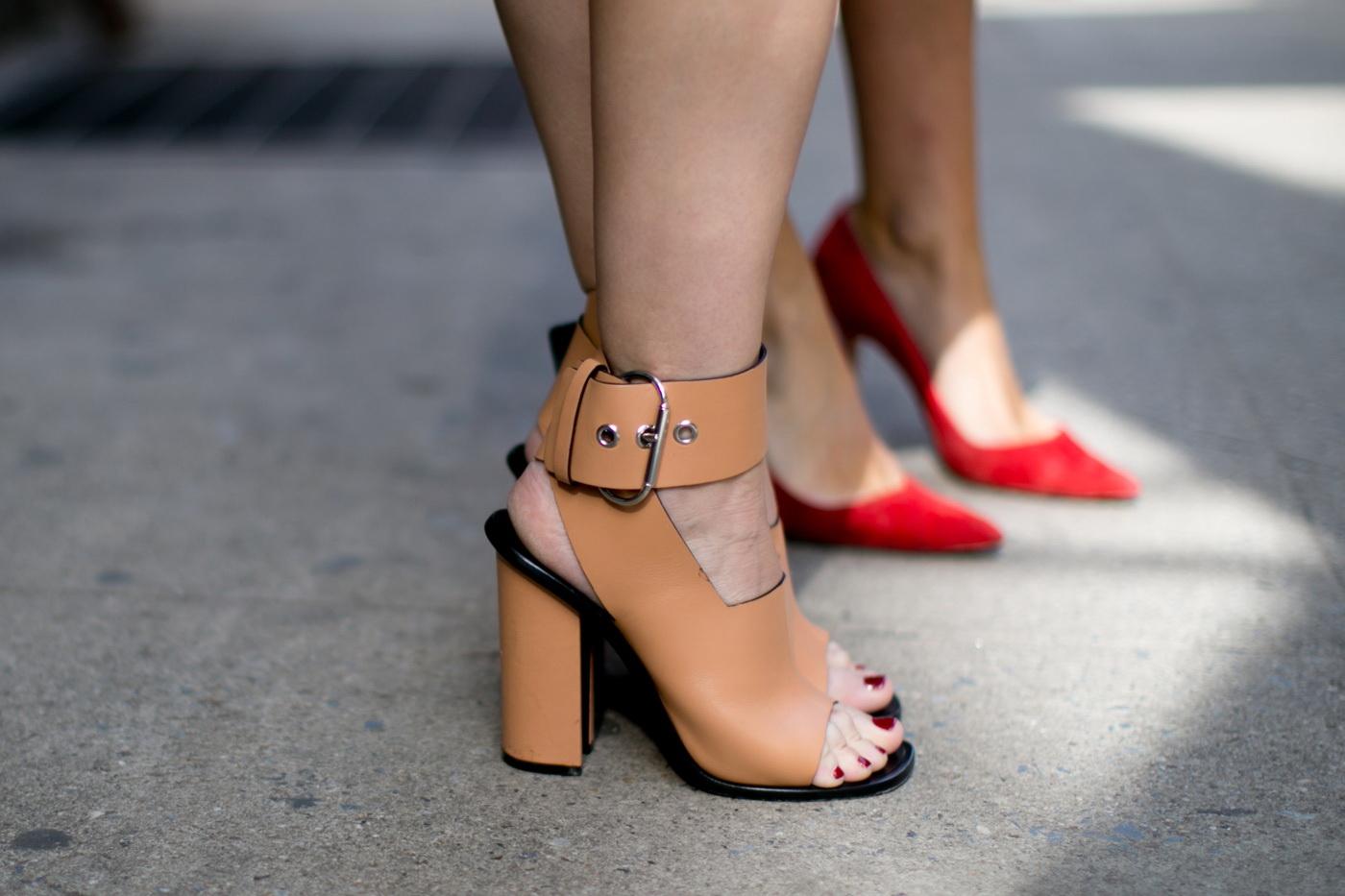 کفش پاشنه پهن کرم