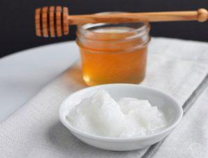 جوش شیرین و عسل برای لایه برداری پوست