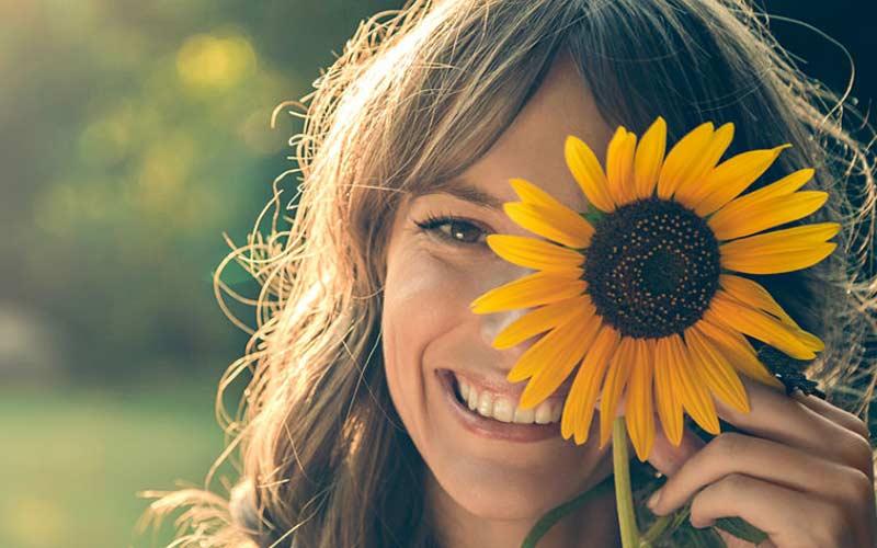 محبوبیت ناشی از شادبودن و اعتماد به نفس