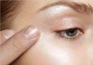 زدن رسایه سفید در اطراف چشم