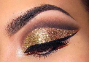 آرایش چشم با سایه اکلیلی طلایی و خط چشم