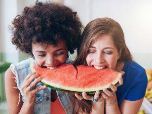 خوردن هندوانه با یک دوست