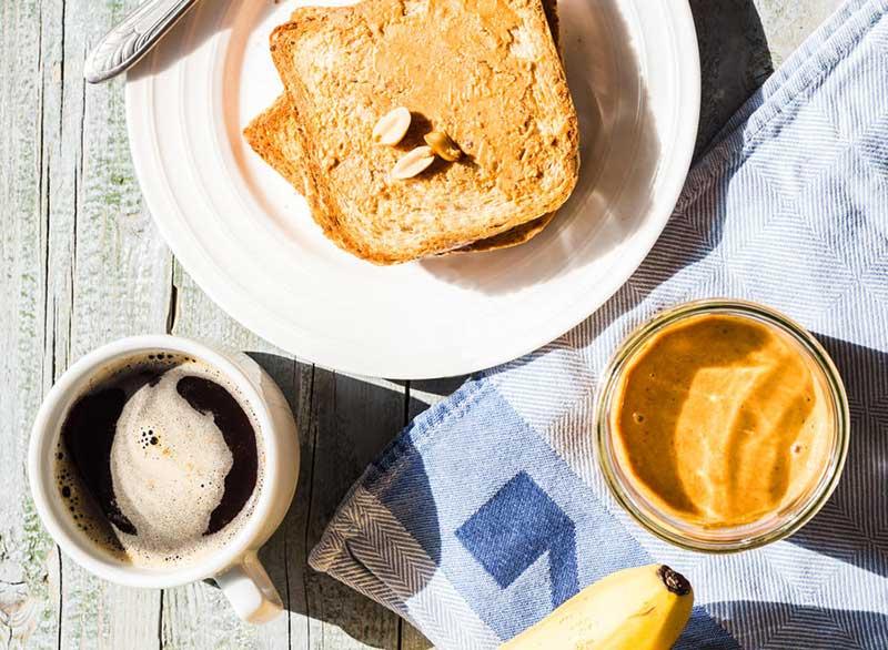 صبحانه قهوه، نان تست و کره بادام زمینی برای لاغری سریع