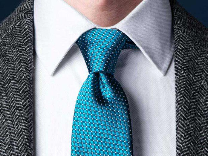 آموزش تصویری روش بستن کراوات یک گره ساده