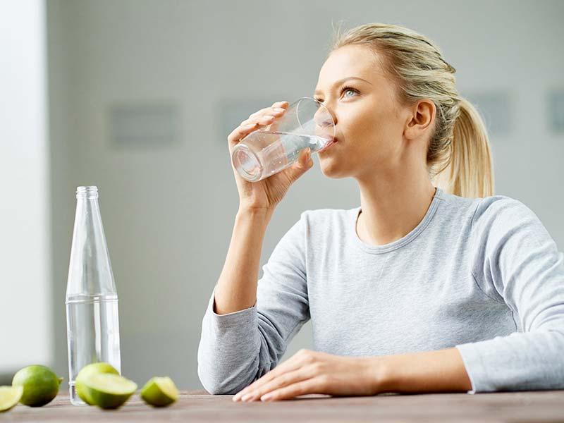 نوشیدن آب و لیمو برای لاغری سریع