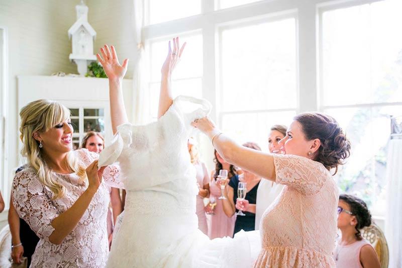 پرو کردن لباس عروس