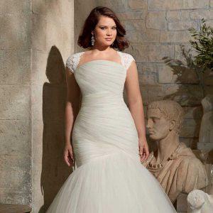 استفاده از لباس عروسی که نکات مثبت بدن را به خوبی نمایش می دهد